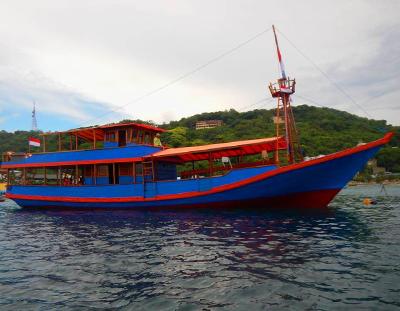 "Awesome Boat ""Santai"""