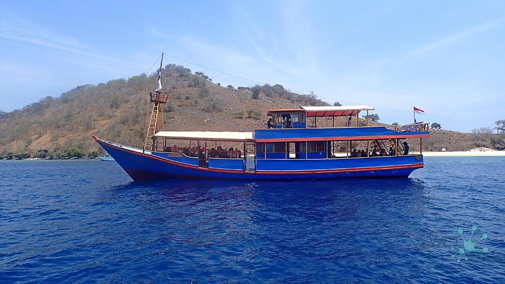 Лодка Santai- первый выход в море - парк Комодо